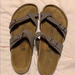 Like New!! Never worn outside Mayari Birkenstock's